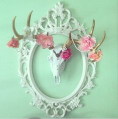 We are dying over this great photo shared by one of our clients @Sarah Chintomby Chintomby kops our faux deer skull is looking beautiful! We love what she has done with it!