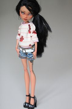 Repainted Monster High dolls?