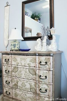 another view of that fabulous dresser.