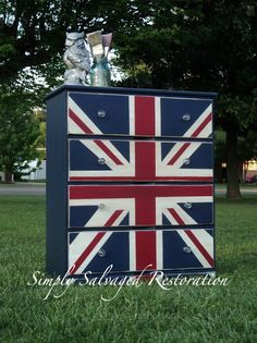 CHEST of DRAWERS  DIY Union Jack Dresser (chest of drawers)