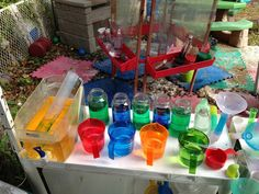 water play, fun kid, messy play, outdoor play, play ideas, bottles, measuring cups, twins, crafti kiddo