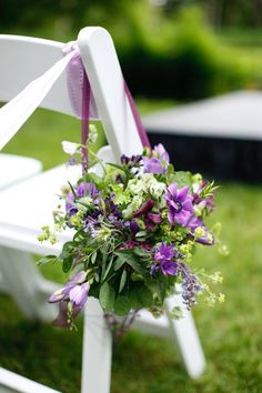 Small hanging flower baskets for the aisle.