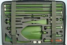 kit pelle -- Emergency tool kit in zombie green.