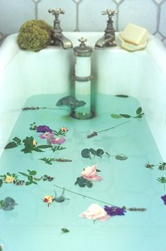 Floating flowers bathtub