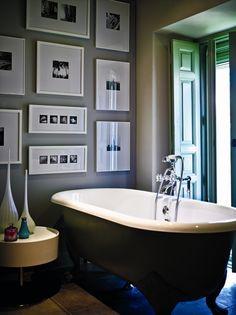 Elige el mismo tipo de marco para enmarcar las piezas de temática similar ¡También para el baño! #decoracion #ElCorteIngles