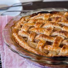 Caramel Pear Pie. #food #autumn #pies #desserts