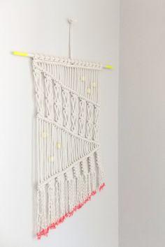 DIY — Macrame wall hanging http://apairandasparediy.com/2013/06/diy-macrame-wall-hanging.html
