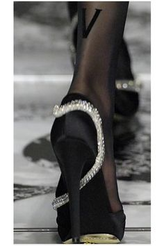 Valentino snake, fashion shoes, style, valentino, girl fashion, woman shoes, black shoes, black heels, swarovski crystals