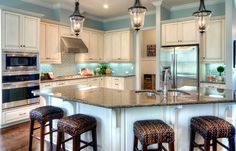 Love the colors of this kitchen!