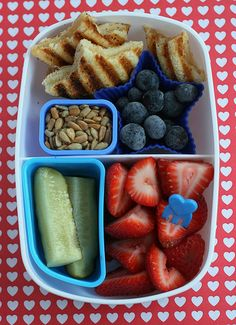 Bento lunch idea, kid lunches, bento lunch, school lunch, food, star, 4th of july, healthy lunches, lunch box