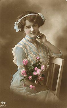 Vintage Ladies Cabinet Cards (309)