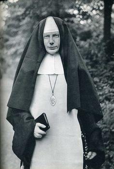Nun - August Sander photography