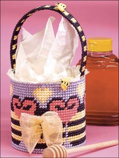 Bee basket with pattern to download and print