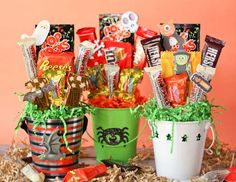 Easy and Inexpensive Halloween Candy Bouquets--Cute gift idea for teachers, neighbors and special friend and family members. holiday, gift ideas, candi bouquet, halloween candy, halloween candi, candy bouquet, inexpens halloween, halloween gift, treat