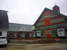 Mendon Country Gift Barn (CLOSED) in #Mendon MA has great, old-fashioned New England retail charm... http://visitingnewengland.com/mendon_gift_barn.html