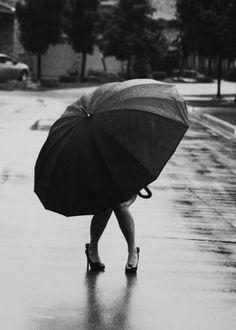 pluie on pinterest umbrellas rain and sabine weiss. Black Bedroom Furniture Sets. Home Design Ideas