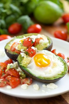 Mexican Baked Avocado Eggs Topped with Fresh Salsa | GI 365