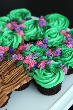 Flowering Tree Cupcake Cake Tutorial -- so easy! www.thereciperbebel.com #cupcakes #cupcakeideas #cupcakerecipes #food #yummy #sweet #delicious #cupcake