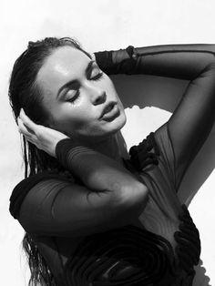 Megan en blanco y negro