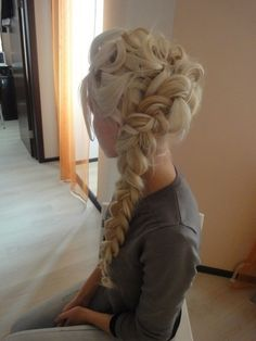 WOW, it's so Elsa!  Rehearsal Dinner hair