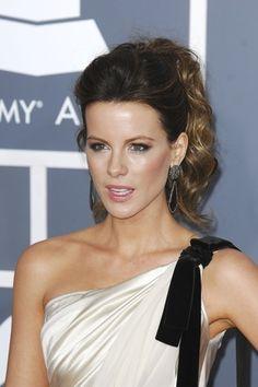 Kate Beckinsale rocks a fancy ponytail