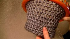 Loom Knitting - FIGURE 8 STITCH ON A ROUND LOOM