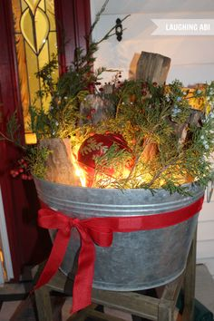 christmas porch decorations, christma decor, bucket, christma porch, christma idea, christmas porch ideas, porch decorating, front porches, easi christma