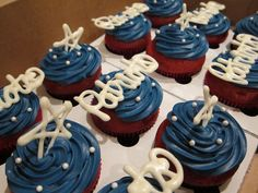 Patriots Cupcakes cupcakes, food, new england patriots party, patriot stuff, groom cake, cupcak order, footballsuperbowl parti, patriot cupcak, bowls