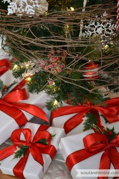 white-gifts-red-bows-with-holly