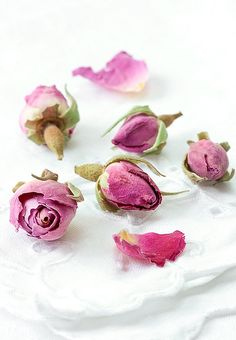 baking with edible dried roses