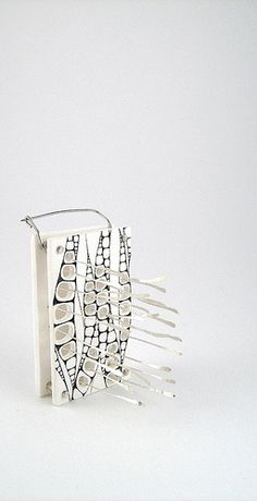 Broche blanche - White brooch   Céline Charuau