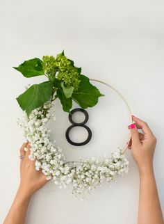 DIY Baby's Breath Wreath {2 ways} #wedding #decorate #mom #mothersday #mother's _day #wreath #floral #flowers