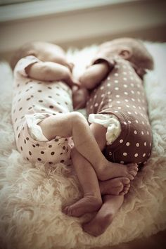 polka dots, dresses, white, newborn baby photos, kid photography, kids, twin babies, twins, baby talk