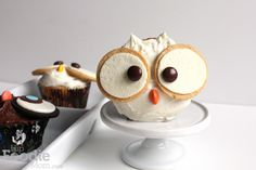 Owl Cupcakes.... (would be perfect to make with my Pumpkin Spice Cupcake recipe)