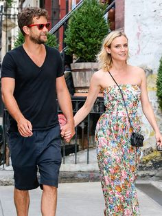 Star Tracks: Wednesday, August 6, 2014 | SWEET STROLL | Joshua Jackson and Diane Kruger are hand-in-hand while enjoying a hot summer day in New York City on Tuesday.