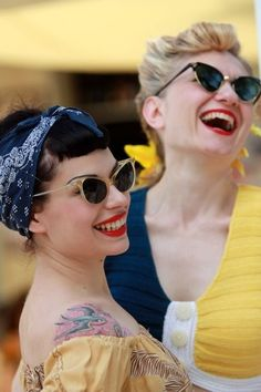 Pinup Beauty: can't go wrong with bandanas, cat-eye shaped sunglasses and red lips.