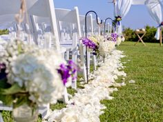modern jewish wedding beach wedding chuppah and aisle decor www.themodernjewishwedding.com