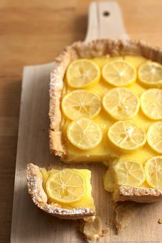 Citrus Curd Tart - a lime and limequat tart, with fresh limequat slices decorating the top! Photographer: Lara Ferroni.