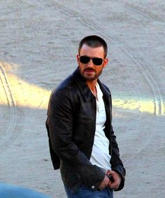 Hot Man, Hot Men, Sexy. Boy. Muscle, Muscles, Muscular. Chris Evans. Fashion. Style. Sunglasses