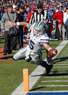 Kansas State quarterback Jake Waters (15) scores a touchdown. (Orlin Wagner/AP)