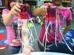 Kindergarten Lifestyle - how to make a jellyfish - ocean unit.