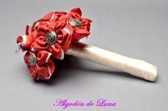 ramo de flores de tela con pajarito en granate y botón plateado  606619349 algodondeluna@gmail