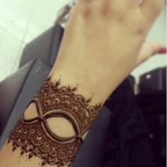 Inscription on hand by Hena