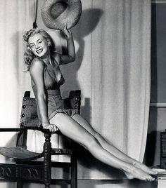Marilyn Monroe photographed by pinup artist Earl Moran, c. late 1940s.