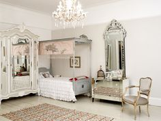 Love all the mirrors & light colors! Dream room for my daughters!