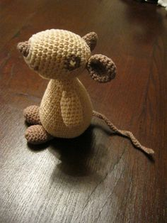 Olga la Souris crochet mouse by JuliaH free pattern (original in French). Thanks so for share xox   http://p7.storage.canalblog.com/73/62/890172/74396214.pdf