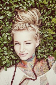 sexi ink, neck tattoos, color, sexi tattoo, beauti, hair ink, tattoo ink, natural beauty, sexy tattoo girl