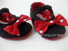 Minnie Mouse costume baby shoes.