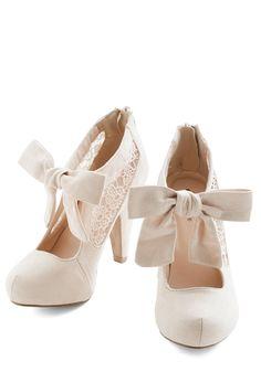 Cute bow bridal shoes