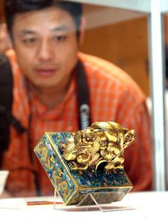 A royal seal made of cloisonne and used by the emperors of the Qing Dynasty (1644-1911) is on display at an exhibition of imperial art collections featuring the royal seals of the Qing Dynasty.